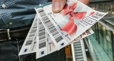 303627_cadeaux-aux-salaries-la-tradition-de-noel-evolue-web-tete-0211590497432_375x200